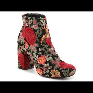 Mia Vail Floral Embroidered Boots Size 7